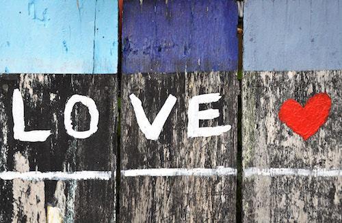 Fai innamorare le persone dell'azienda, crea una relazione emozionale col pubblico