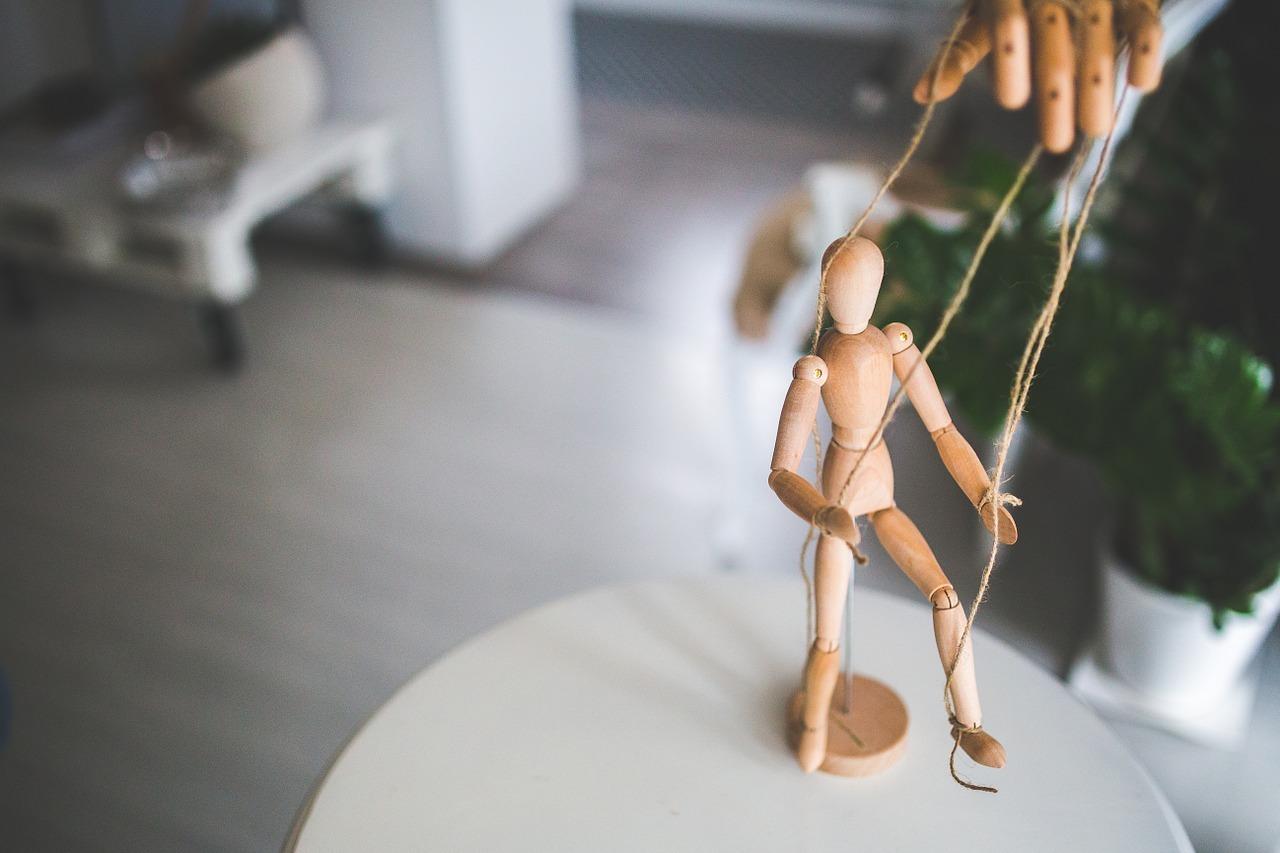 illustration manipulation marionette