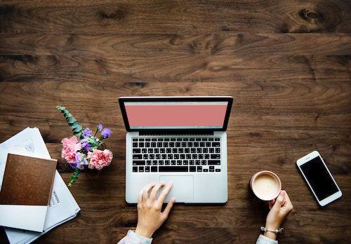 Un blogger di successo deve saper gestire anche i canali social