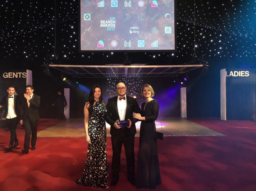 Il team di SEMrush riceve il premio UK Search Award