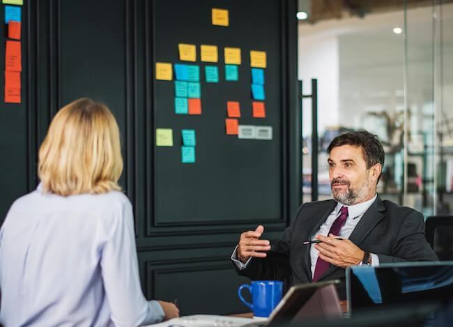 Schema per gestire un gruppo di discussione con obiettivi aziendali