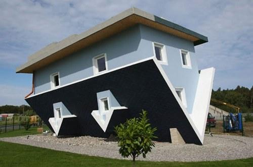 casa-al-reves.png
