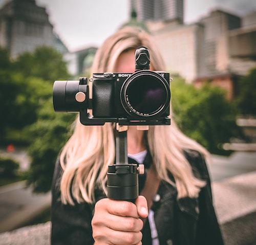 Punta su contenuti video, soprattutto in diretta